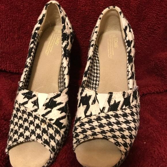 5c7dabce5b9 Toms houndstooth wedge heels. M 5a9c0573a825a6e97aa1d8ec